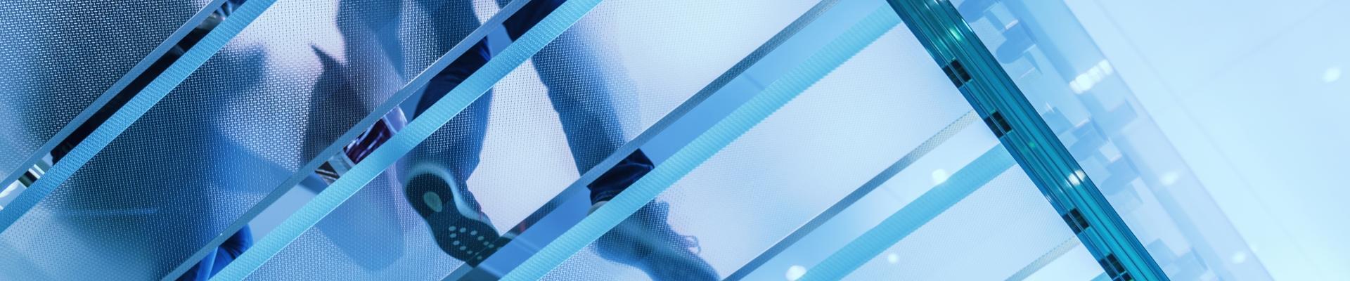 Szklane podłogi i schody